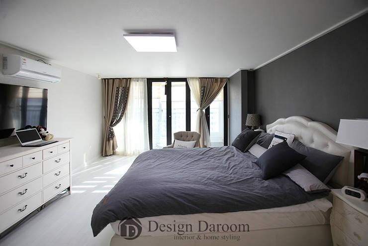 광장동 현대홈타운 53평형 안방: Design Daroom 디자인다룸의  방
