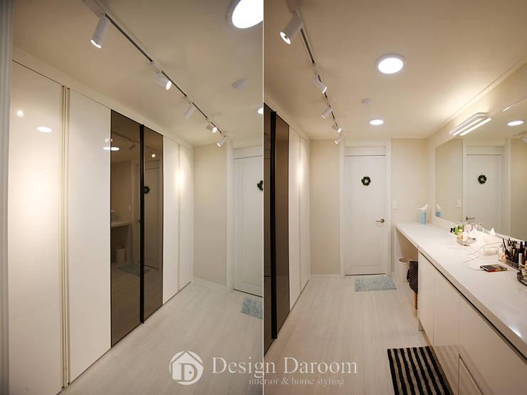 광장동 현대홈타운 53평형 드레스룸: Design Daroom 디자인다룸의  드레스 룸