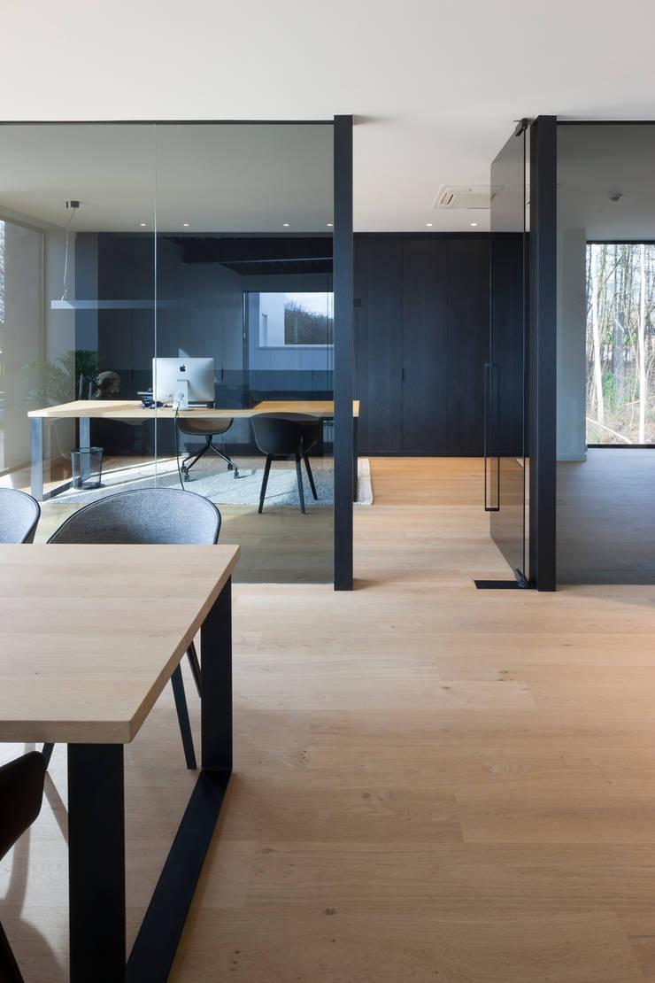Showroom De Plankerij:  Studeerkamer/kantoor door De Plankerij BVBA