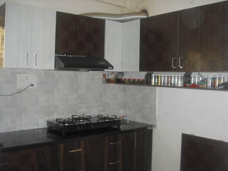 2BHK @Ananth nagar :  Kitchen units by FOGLINE INTERIORS