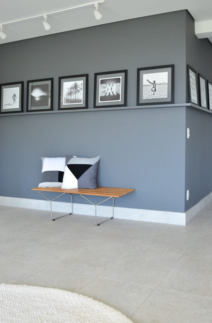 minimalistic Corridor, hallway & stairs by RP Estúdio - Roberta Polito e Luiz Gustavo Campos