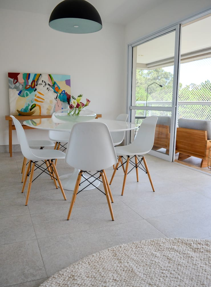 minimalistic Living room by RP Estúdio - Roberta Polito e Luiz Gustavo Campos