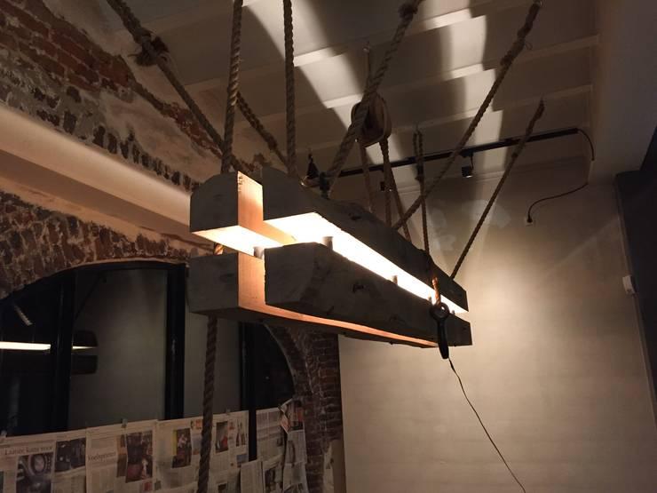 Mooi sfeerlicht:  Eetkamer door WE-Maatdesign