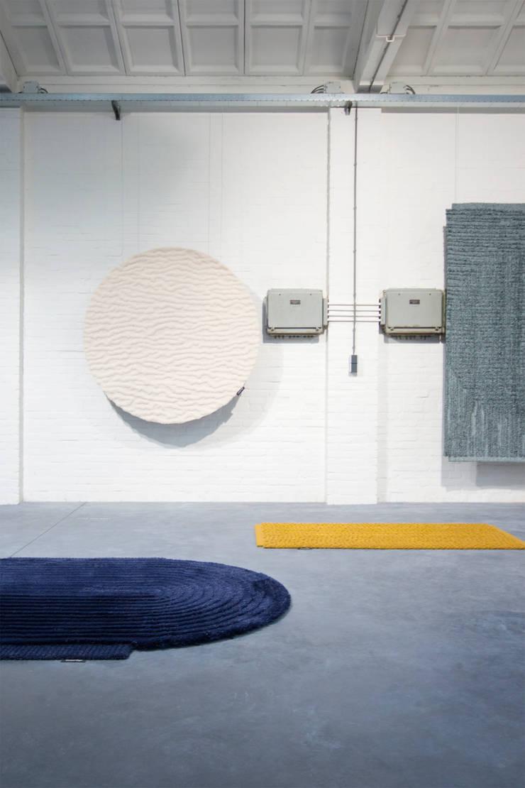 ZOOMING IN AND OUT-TUFTEN:  Woonkamer door Nina van Bart