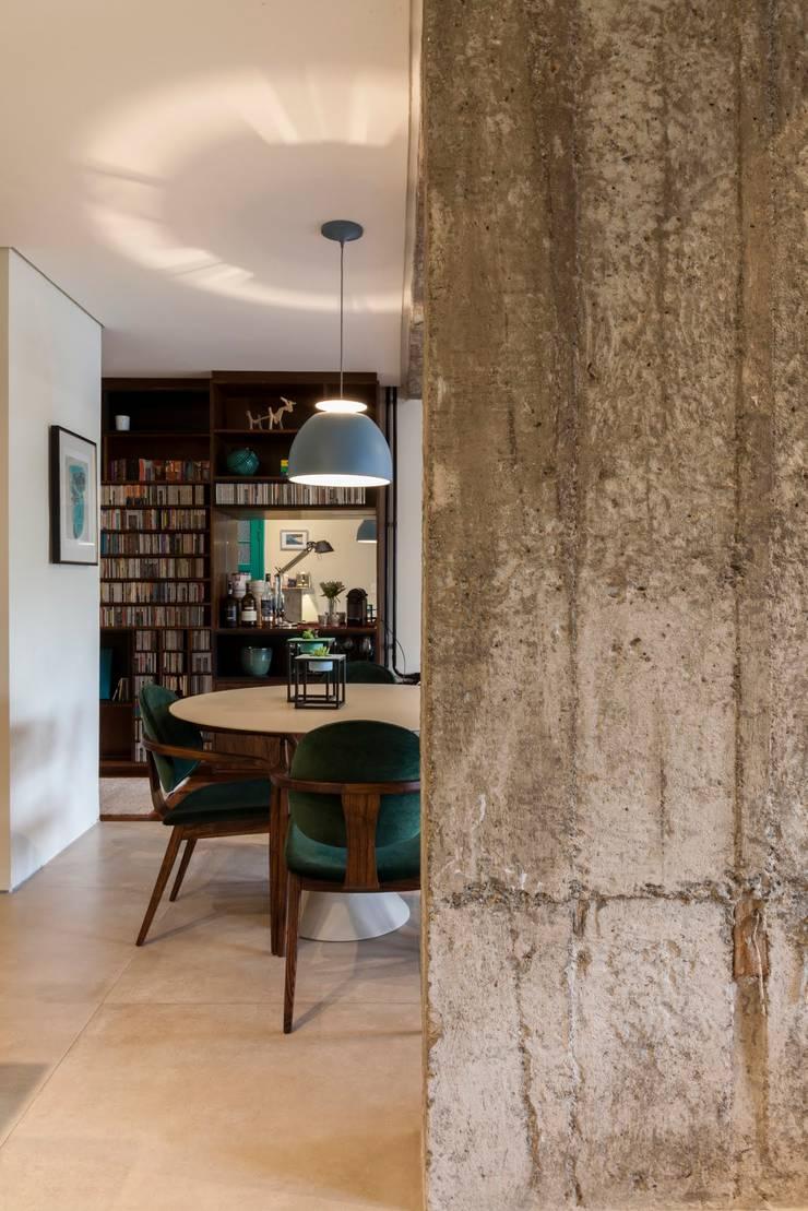 Apartamento Frei Caneca: Salas de jantar  por Marcella Loeb