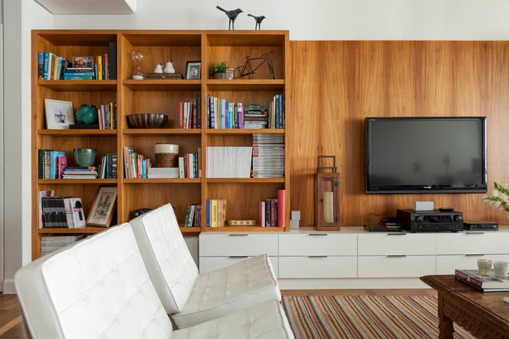 Apartamento Higienópolis: Salas de estar  por Marcella Loeb