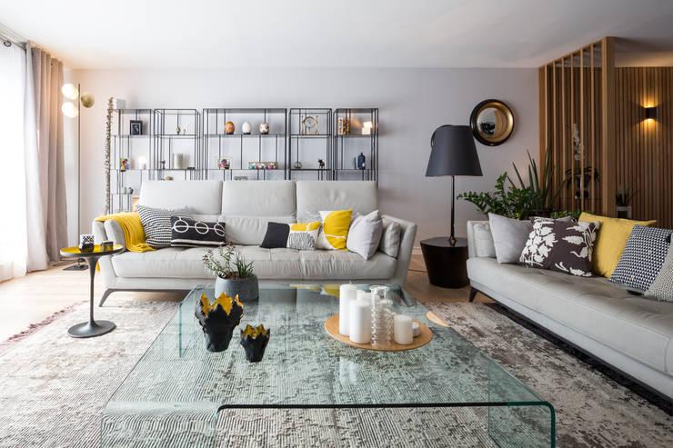 Salones de estilo moderno de Julie Chatelain Moderno