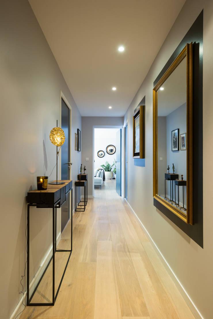 Appartement BORDEAUX Wilson: Couloir et hall d'entrée de style  par Julie Chatelain