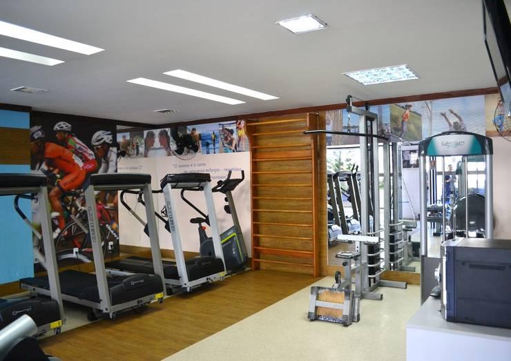 Academia em condomínio Residencial: Fitness  por Joana Rezende Arquitetura e Arte