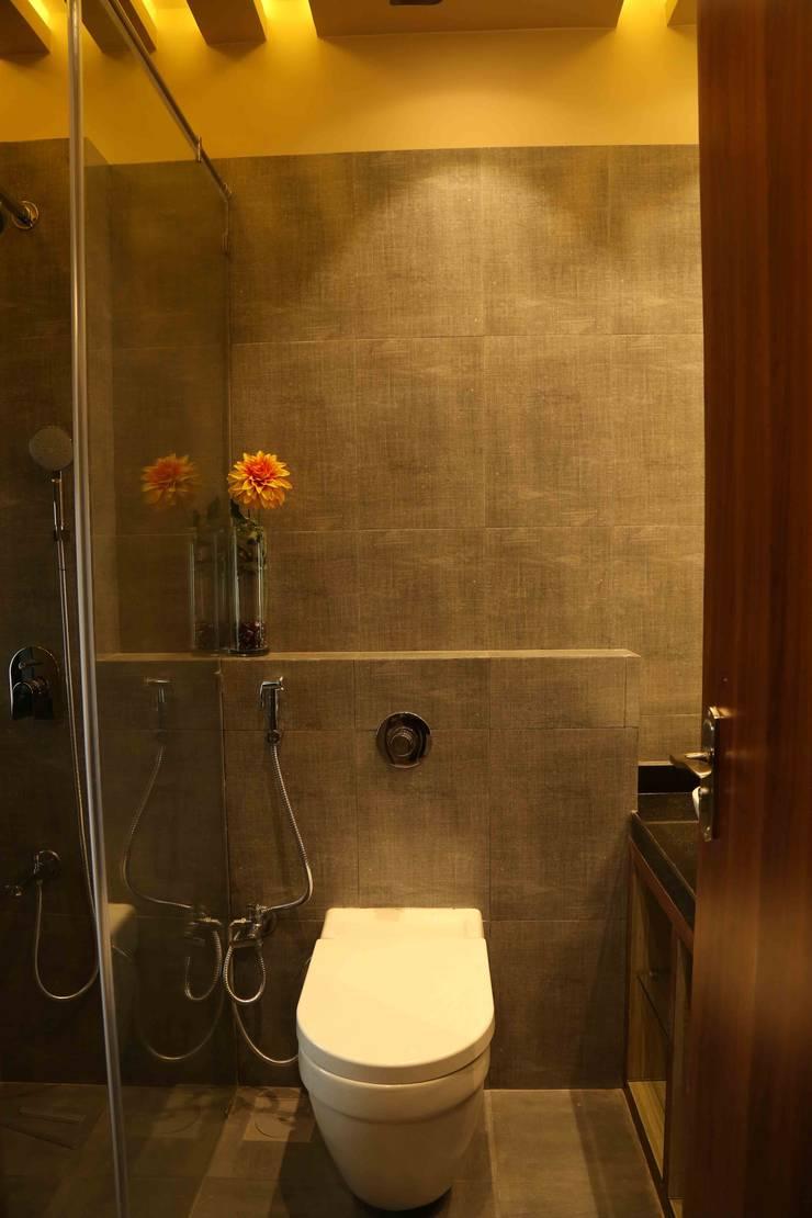 Mr. Tarun Bansal, Deonar:  Bathroom by Aesthetica,Minimalist