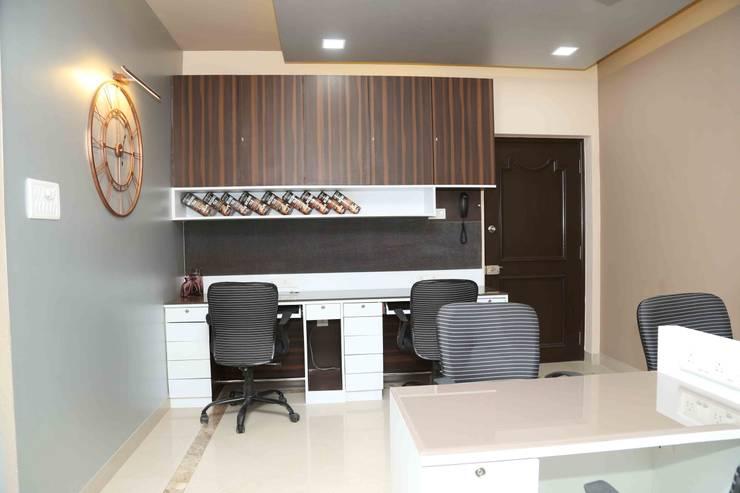 Mr. Tarun Bansal, Deonar: minimalistic Study/office by Aesthetica