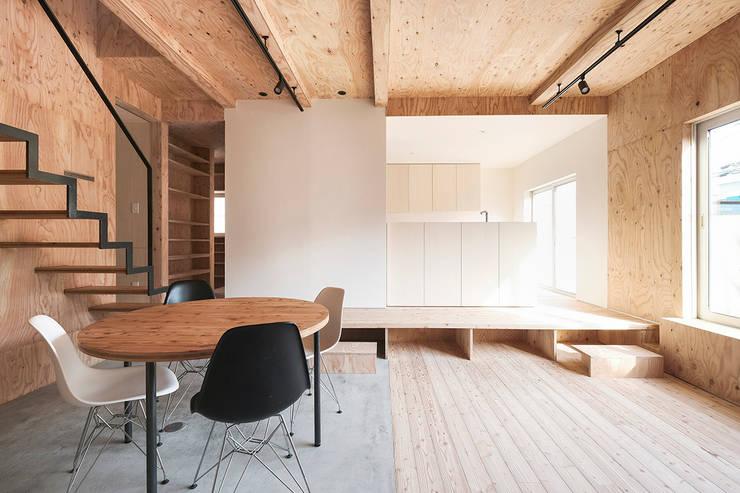 リビング・ダイニング: 一級建築士事務所 Atelier Casaが手掛けたリビングです。