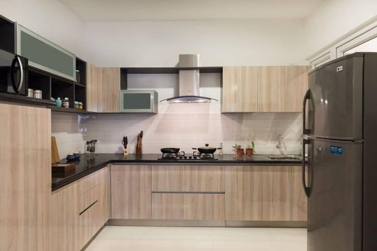 Completed Modular kitchen designs:  Kitchen units by HomeLane.com,