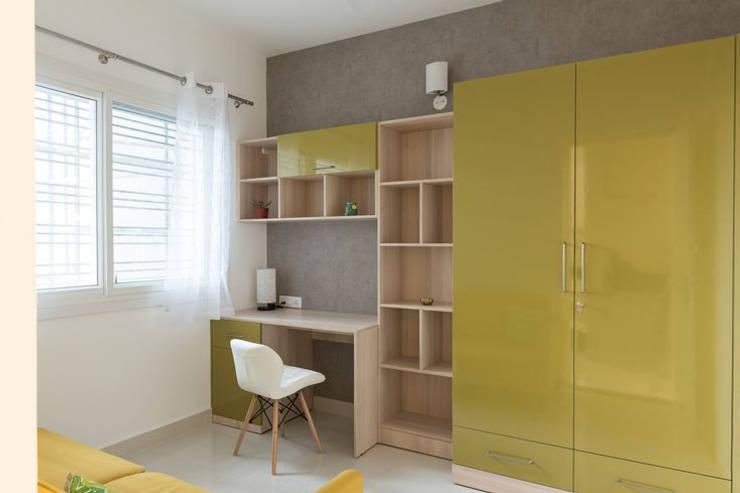 Completed Wardrobe designs:  Living room by HomeLane.com,