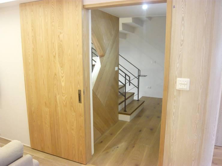 Corridor & hallway by 第宅空間設計