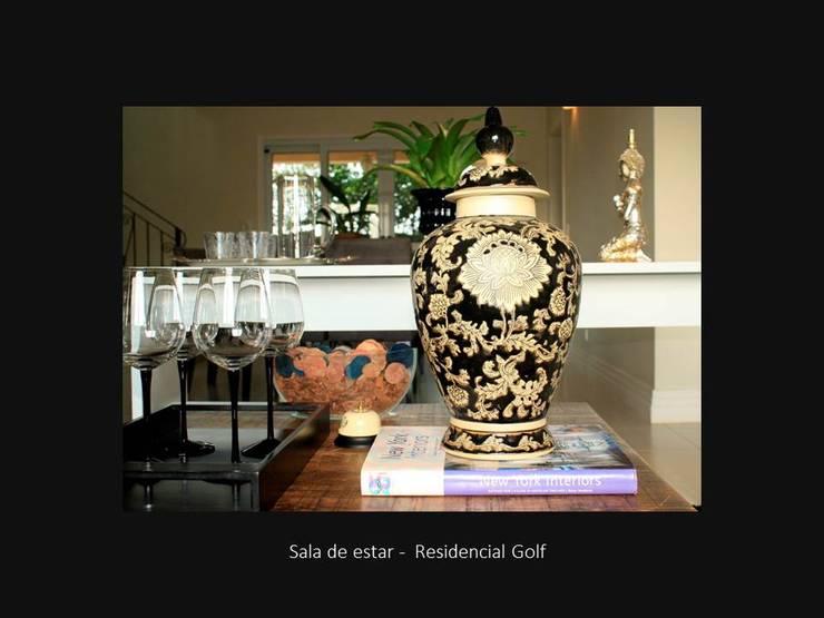 现代客厅設計點子、靈感 & 圖片 根據 RoPinheiro 現代風