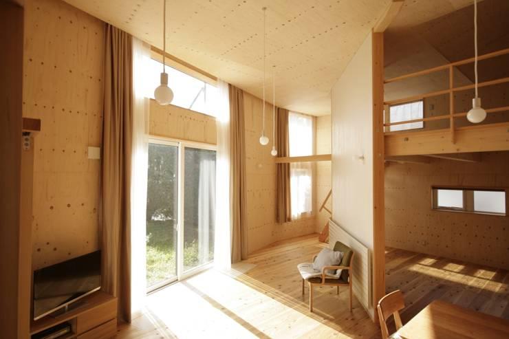 かみのっぽろの家~老後に備えたロフト付の平屋の住まい~: 及川敦子建築設計室/ATSUKO-OIKAWA Architects Studioが手掛けたダイニングです。