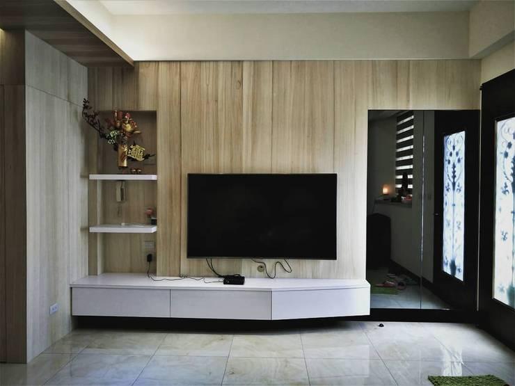 Living room by 喬克諾空間設計