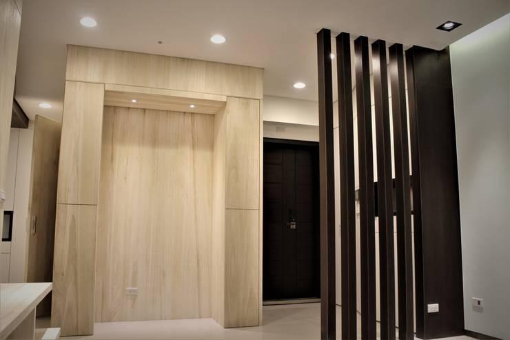 自然梧居:  走廊 & 玄關 by 喬克諾空間設計