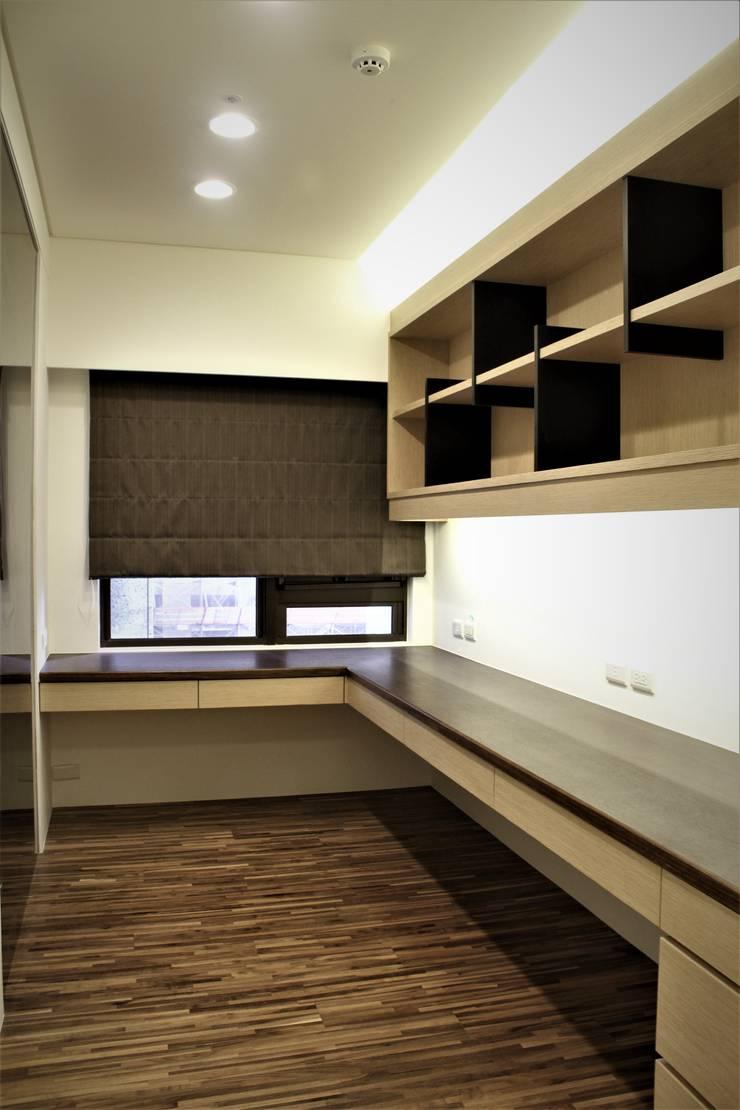 自然梧居:  書房/辦公室 by 喬克諾空間設計