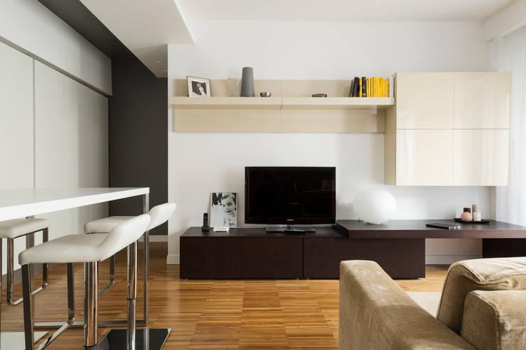 CAFFARELLA: Soggiorno in stile  di a2 Studio  Borgia - Romagnolo architetti