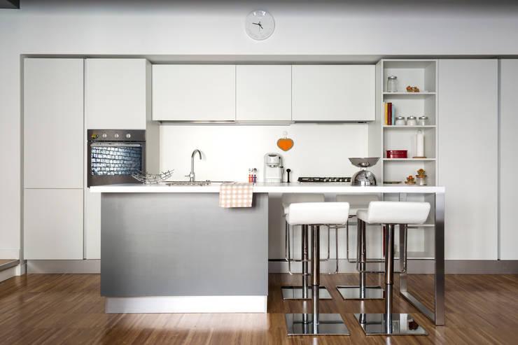 CAFFARELLA: Cucina in stile  di a2 Studio  Borgia - Romagnolo architetti