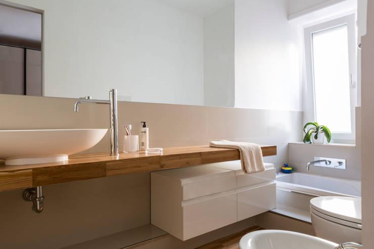 CAFFARELLA: Bagno in stile  di a2 Studio  Borgia - Romagnolo architetti