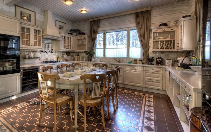 Чудная кухня в прованском стиле: Ванные комнаты в . Автор – LUMI POLAR