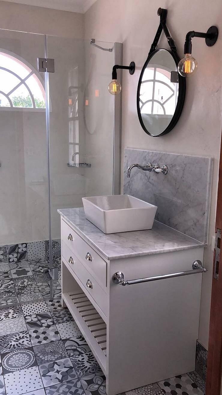 Apliques Estilo Vintage en Baño colores Nordicos: Baños de estilo  por Lamparas Vintage Vieja Eddie,