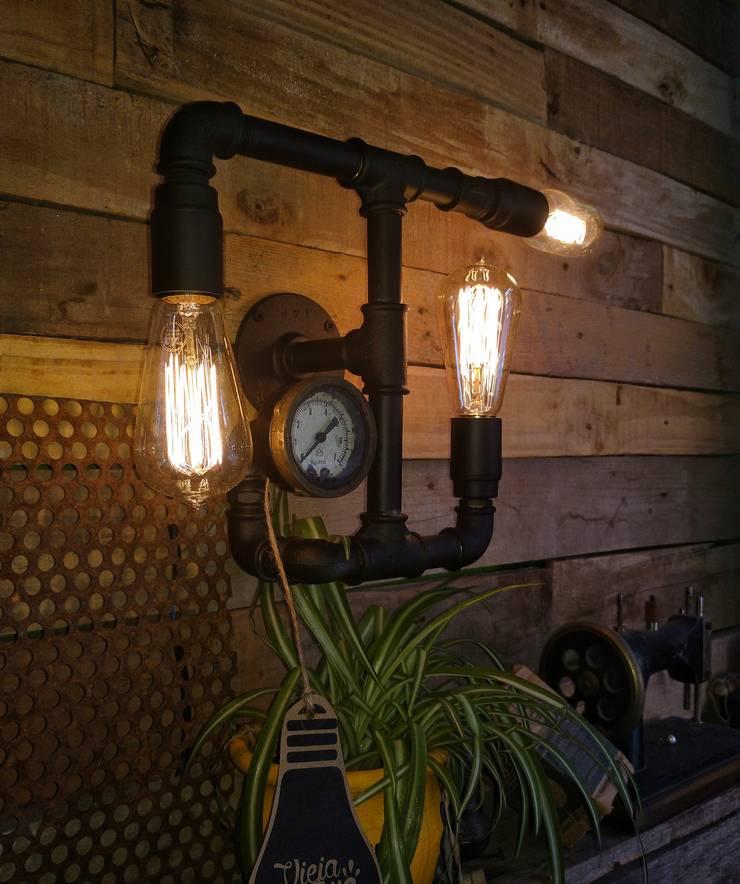 Lampara Pared Estilo Industrial Focos Vintage: Livings de estilo  por Lamparas Vintage Vieja Eddie,