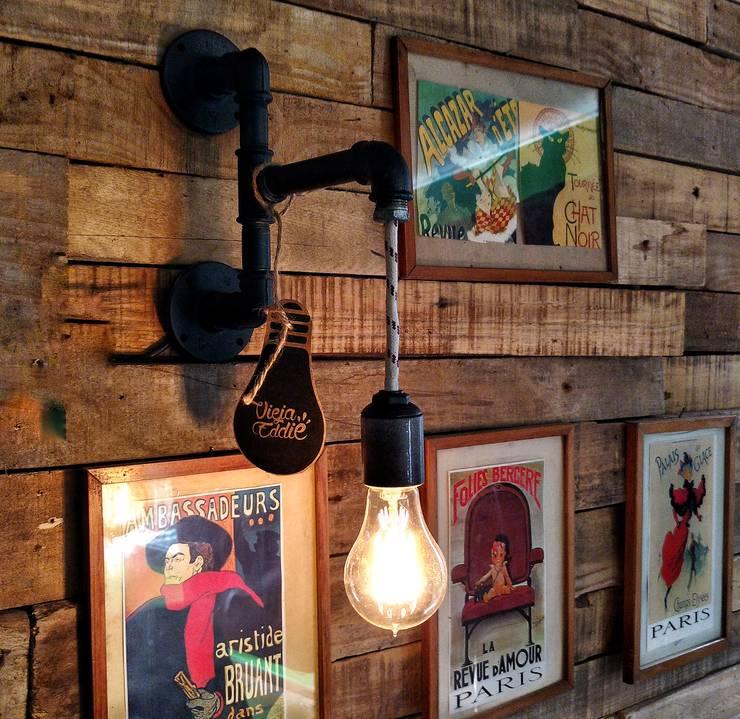 Lampara Hierro Pared Industrial Retro Vintage: Estudio de estilo  por Lamparas Vintage Vieja Eddie,
