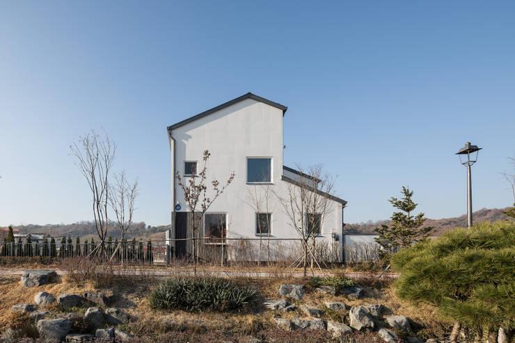 고운동 고운숲: 소하  건축사사무소    SoHAA의  주택,