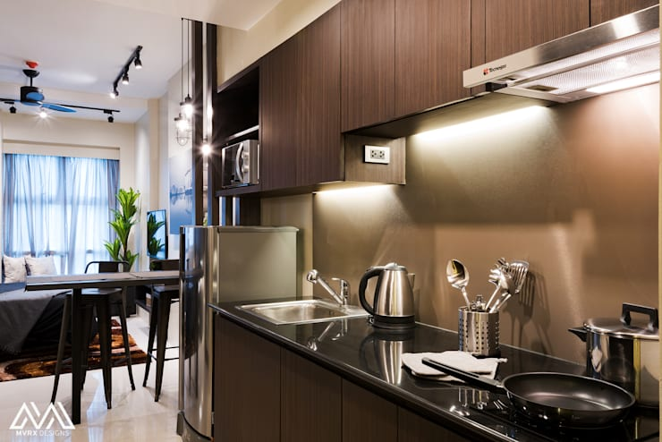 Modern Lux - Wil Tower QC:  Kitchen by MVRX Designs