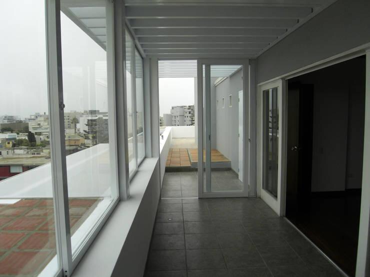 Penthouse Barranco: Salas de entretenimiento de estilo  por Artem arquitectura