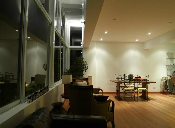 Penthouse Barranco: Salas / recibidores de estilo  por Artem arquitectura