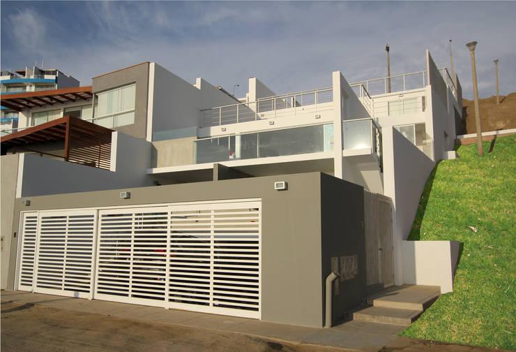 Fachada frontal: Casas de estilo moderno por Artem arquitectura