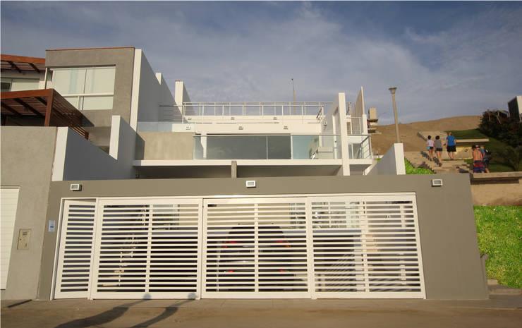 Elevación frontal: Casas de estilo moderno por Artem arquitectura
