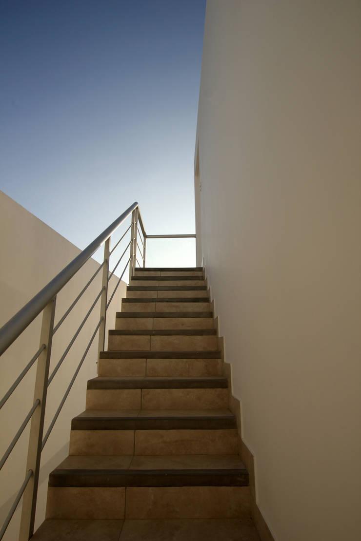 Escalera exterior: Escaleras de estilo  por Artem arquitectura