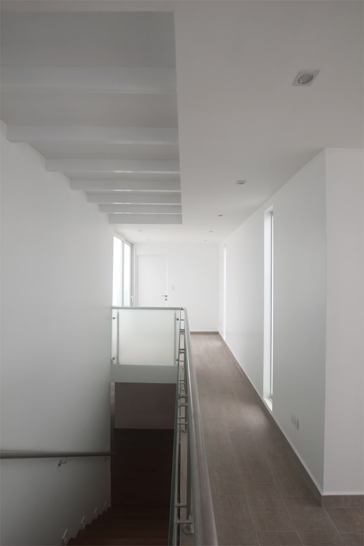Penthouse dúplex San Isidro: Pasillos y vestíbulos de estilo  por Artem arquitectura