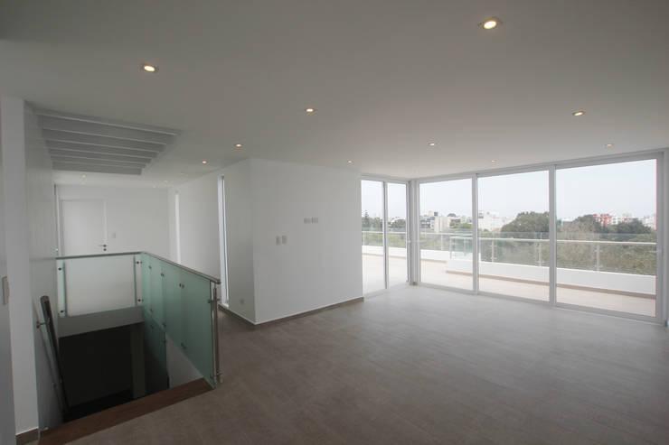 Penthouse dúplex San Isidro: Salas de entretenimiento de estilo minimalista por Artem arquitectura
