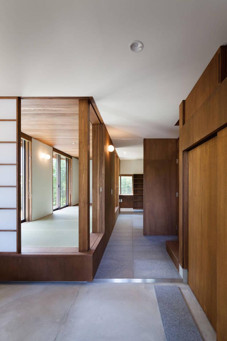 ห้องโถงทางเดินและบันไดสมัยใหม่ โดย HAN環境・建築設計事務所 โมเดิร์น