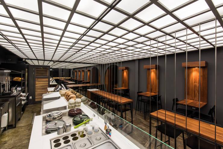왓어샐러드 전문점: 쿠나도시건축연구소의 현대 ,모던
