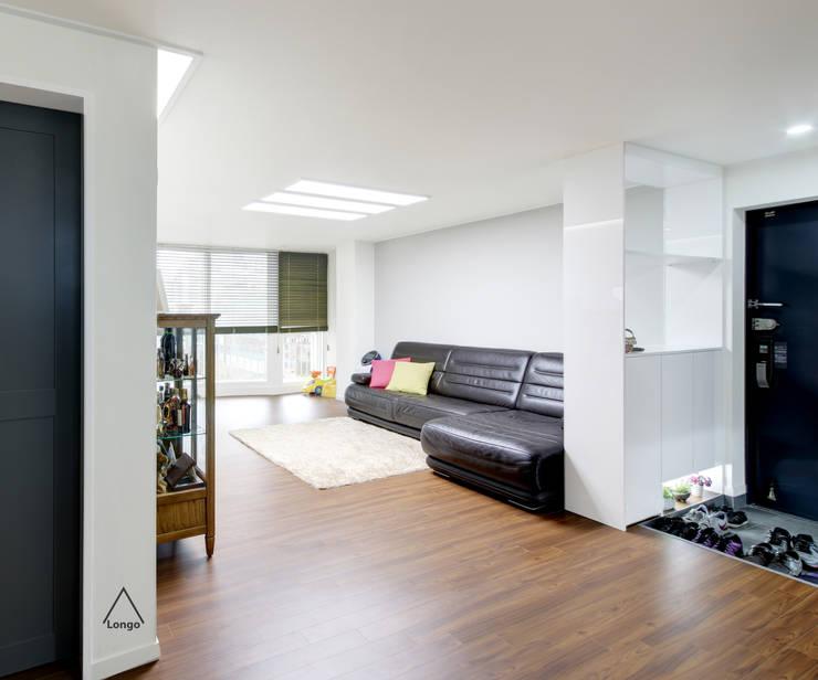 목동 진도 2차 아파트 인테리어: atelier longo 아뜰리에 롱고의  거실,