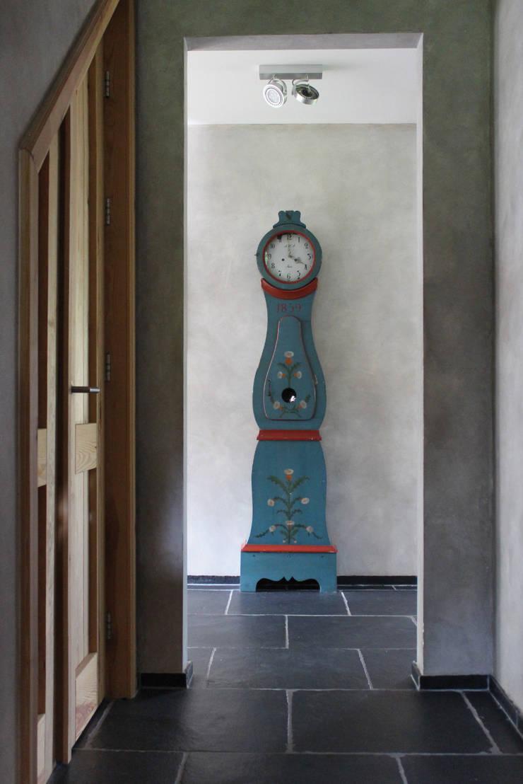 Landelijk vakwerkhuis:   door Alex Janmaat Interieurs & Kunst, Landelijk
