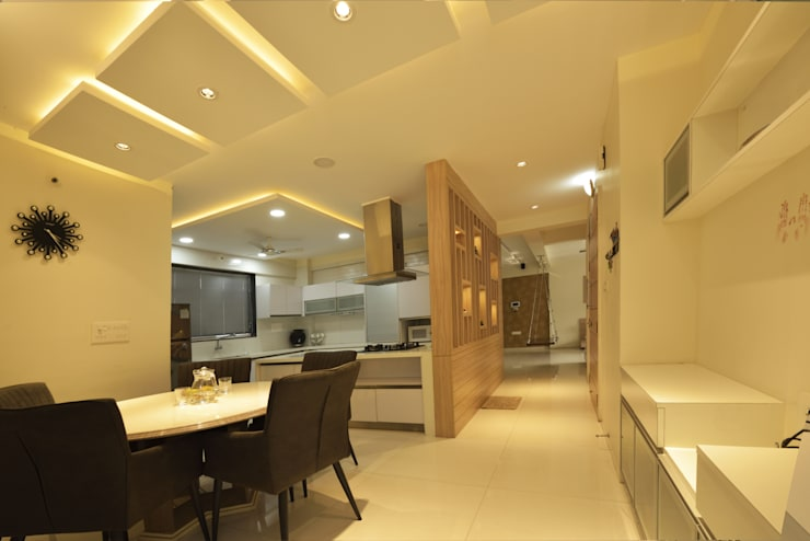 Mr Swapnil Choudhary: modern Dining room by GREEN HAT STUDIO PVT LTD