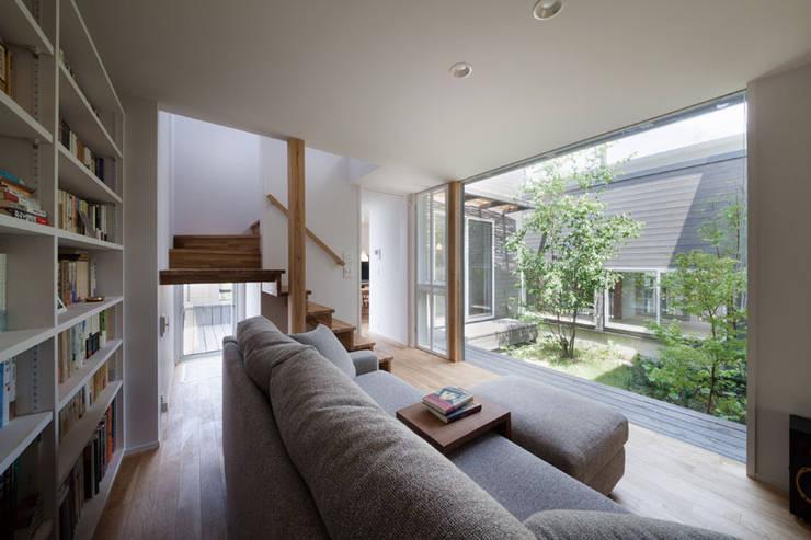Salon scandinave par HAN環境・建築設計事務所 Scandinave