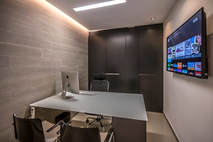 Office spaces & stores  by Design Group Latinamerica