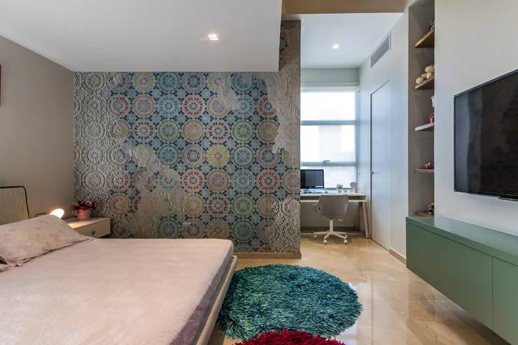 Habitación de las niñas - Nivel inferior: Paredes y pisos de estilo  por Design Group Latinamerica