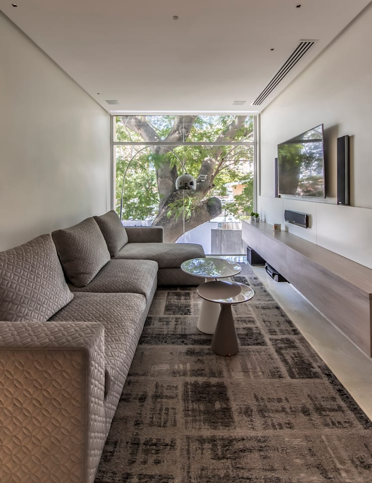 Family Room: Sala multimedia de estilo  por Design Group Latinamerica