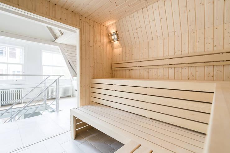 Lichte sauna van Cleopatra:  Spa door Cleopatra BV, Modern Hout Hout